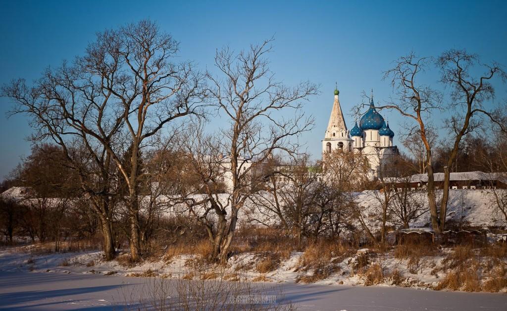Покрытый снегом город Суздаль 10