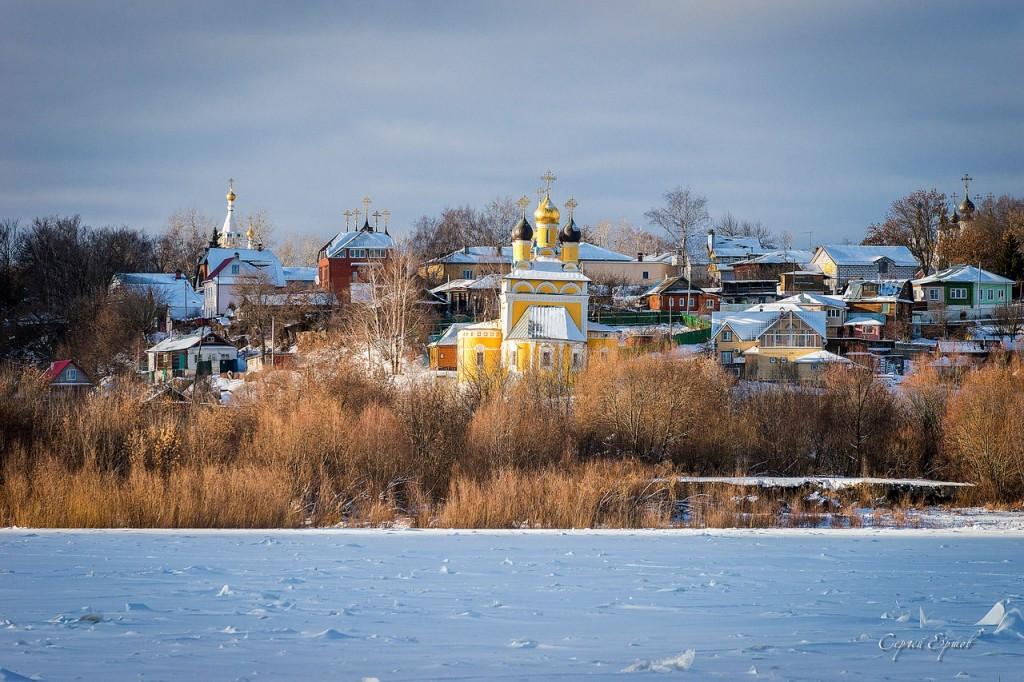 Церковь святителя Николая (церковь Николо-Набережная), вид с Оки
