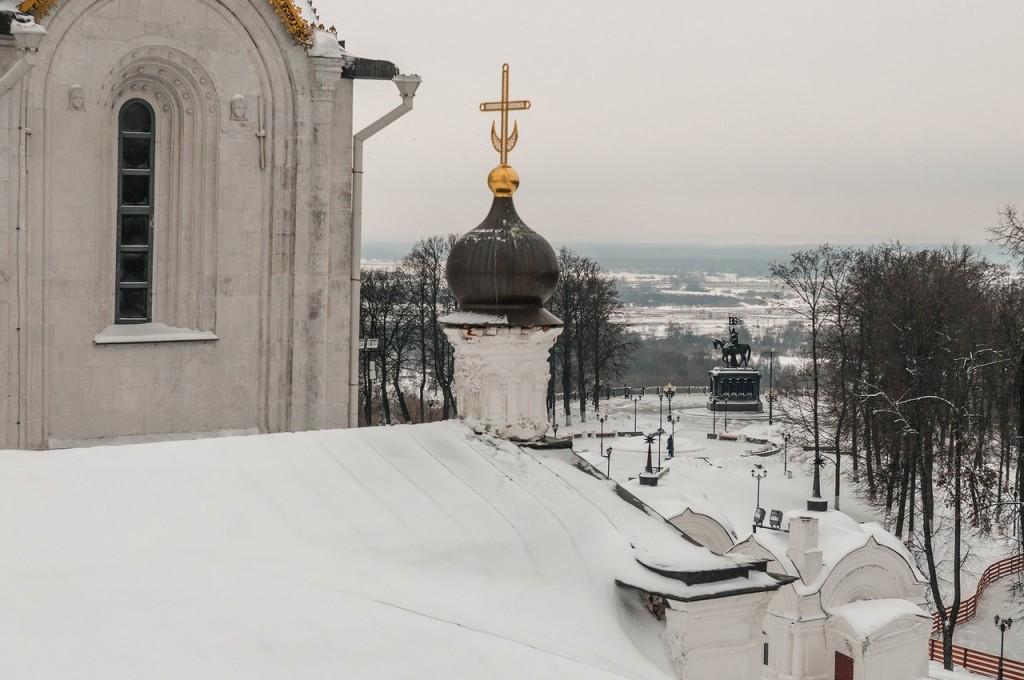 Вид на снежный Владимир с колокольни Успенского собора 01