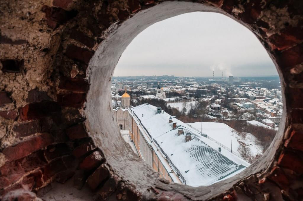 В окошечках колокольни Успенского собора 01