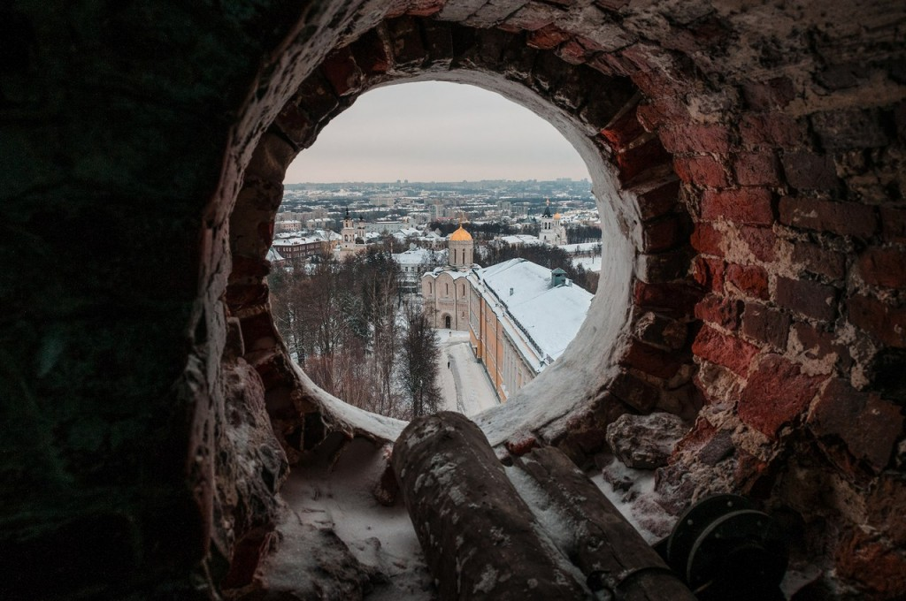 В окошечках колокольни Успенского собора 03