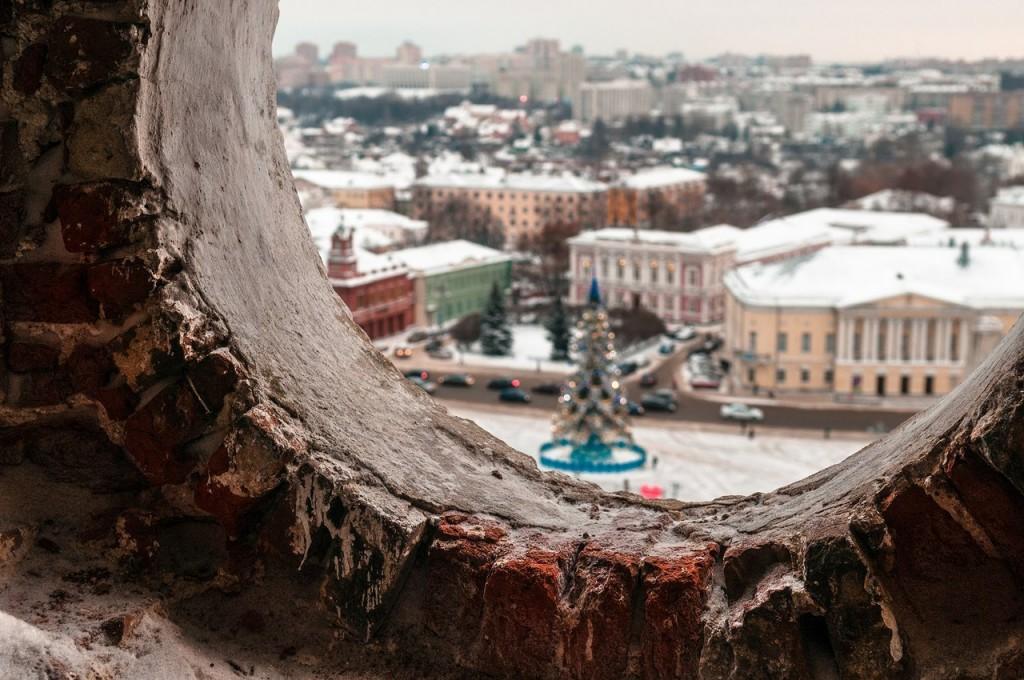 В окошечках колокольни Успенского собора 05