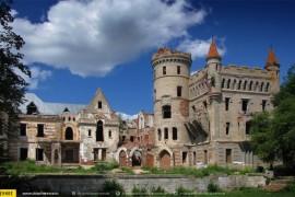 Парковый фасад сказочного замка Храповицкого