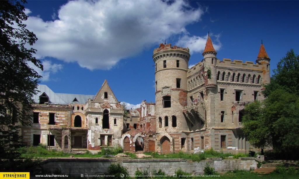 Парковый фасад сказочного замка Храповицкого 01