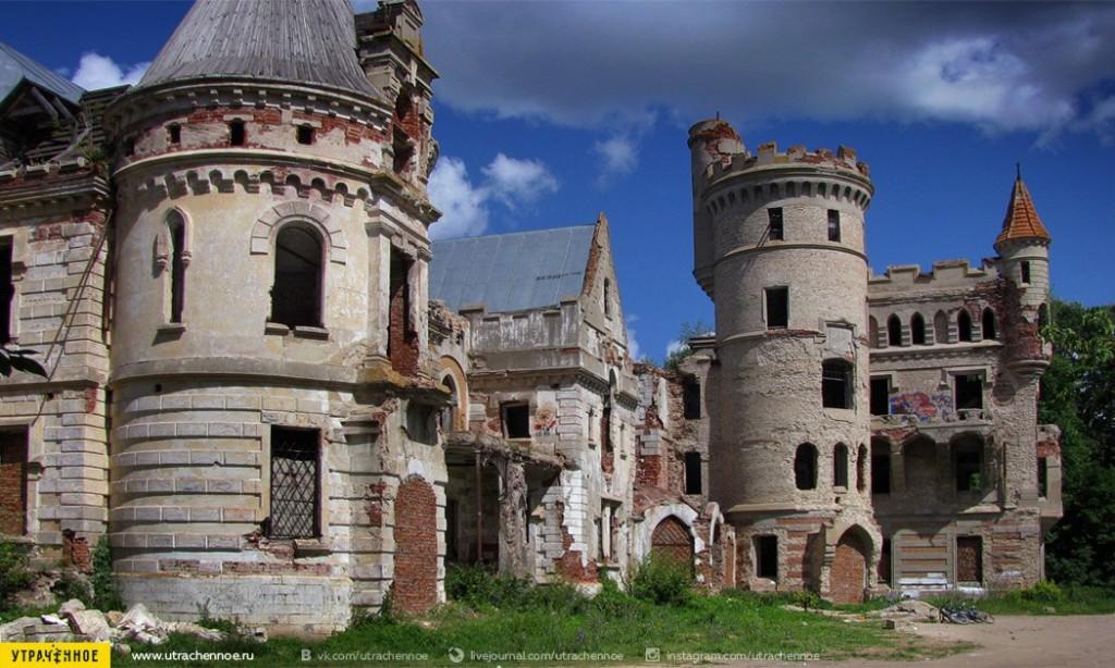Парковый фасад сказочного замка Храповицкого 02