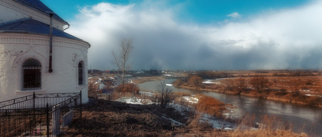 Село Якиманское на Нерли, поздний март, надвигается снежная буря