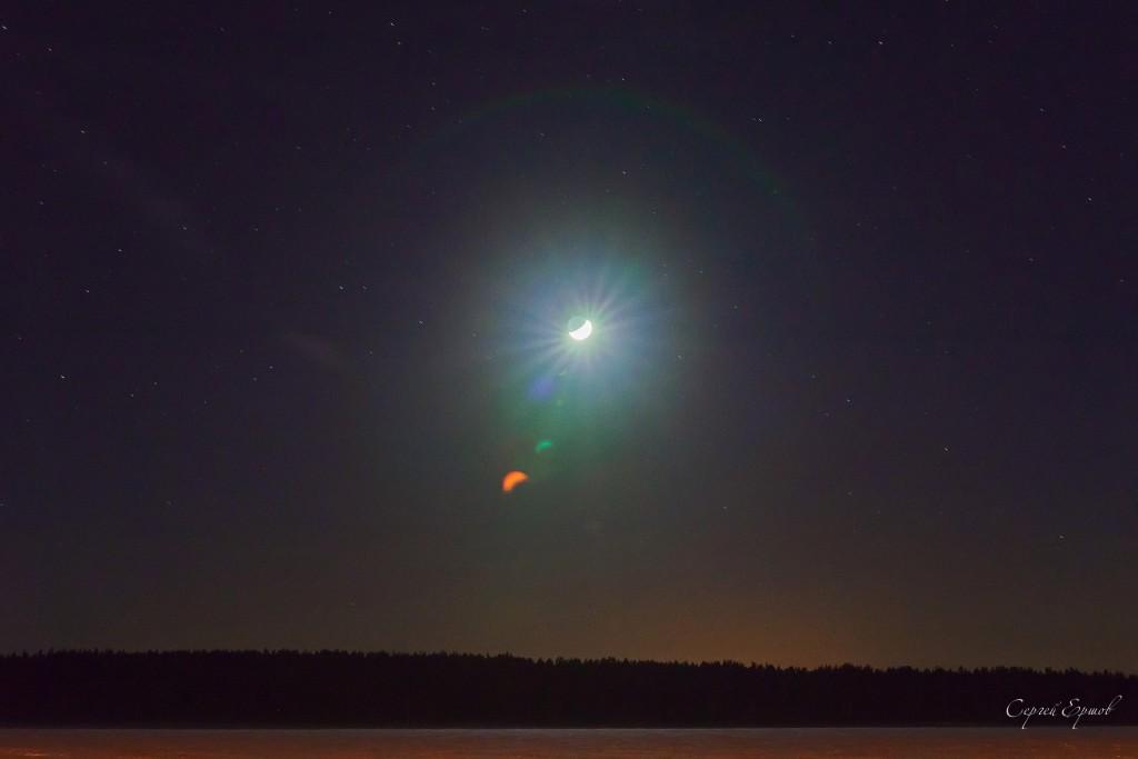 Владимирская область. Ясная звездная ночь. Лунный серп над лесом