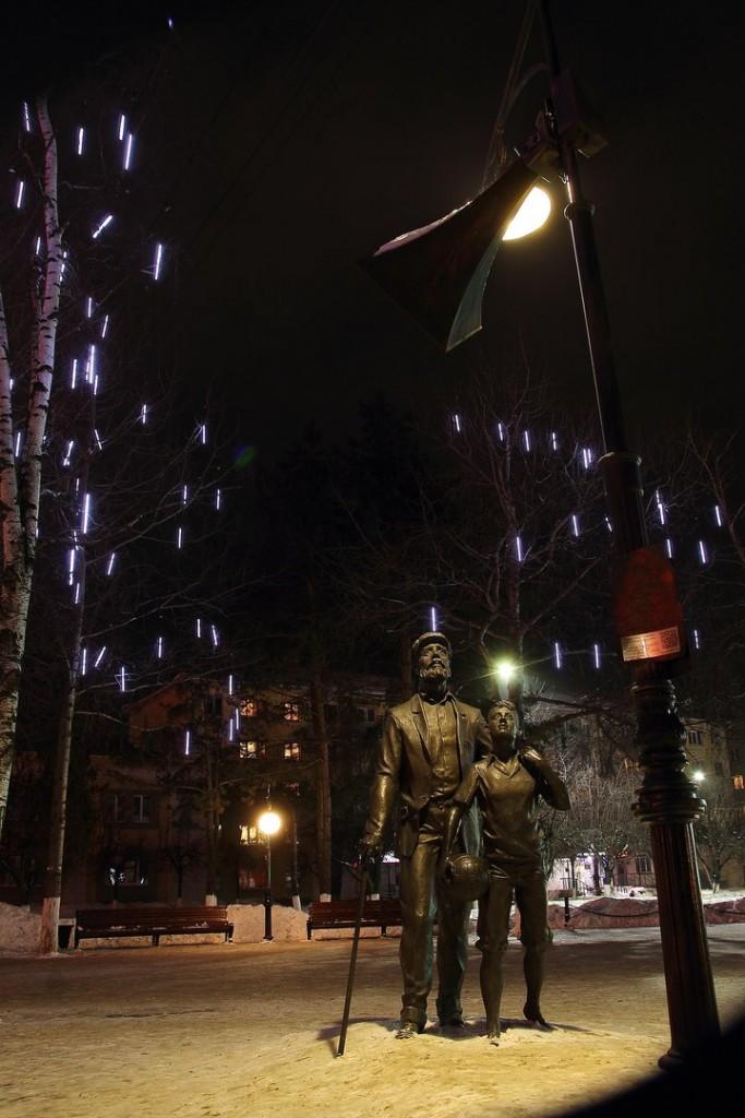 Памятник Левитану во Владимире 01