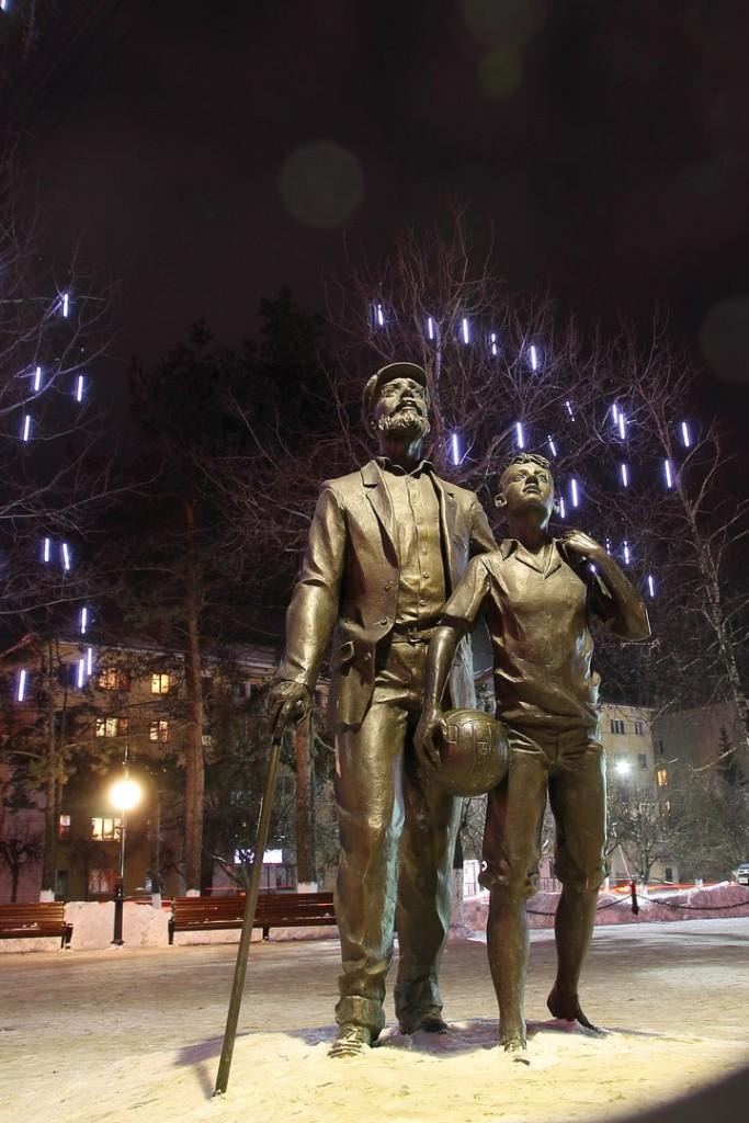 Памятник Левитану во Владимире 03