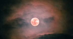 Полнолуние и и гало вокруг Луны (пятница)