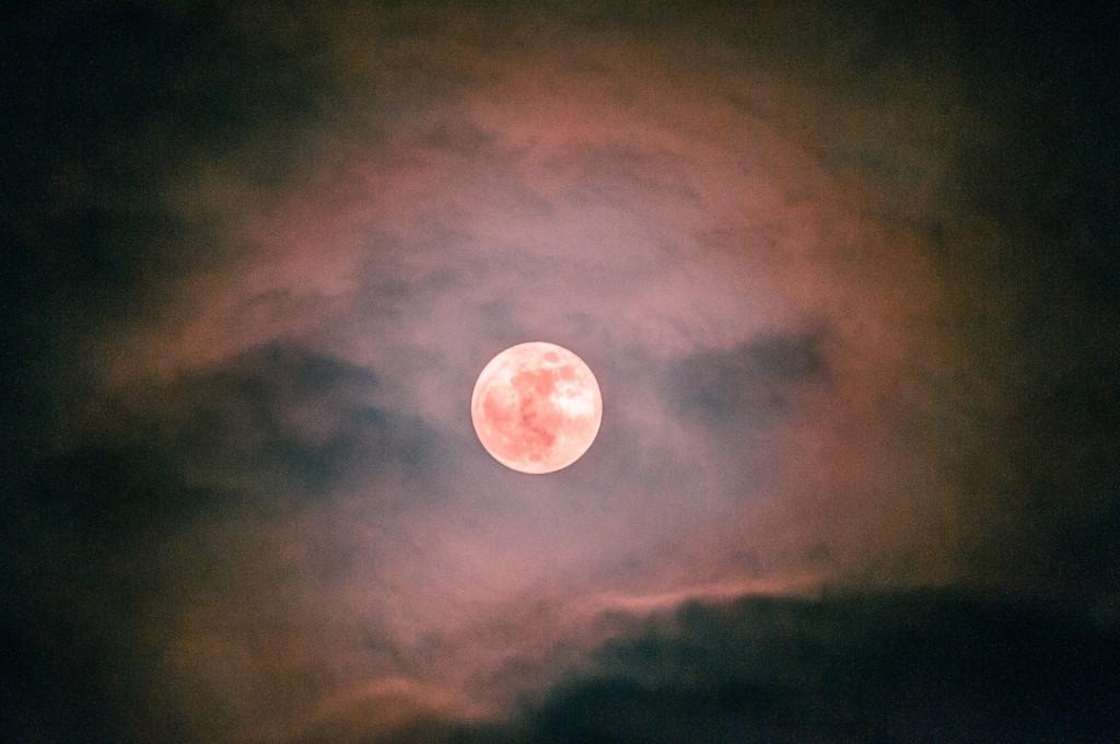 Полнолуние и и гало вокруг Луны (пятница) 01