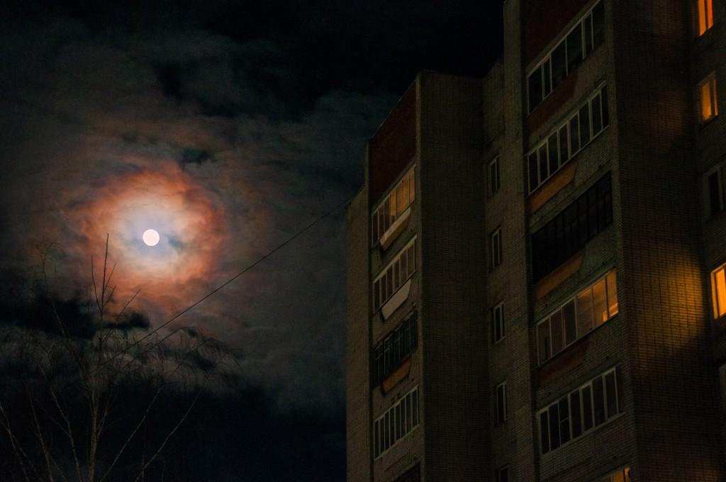 Полнолуние и и гало вокруг Луны (пятница) 03