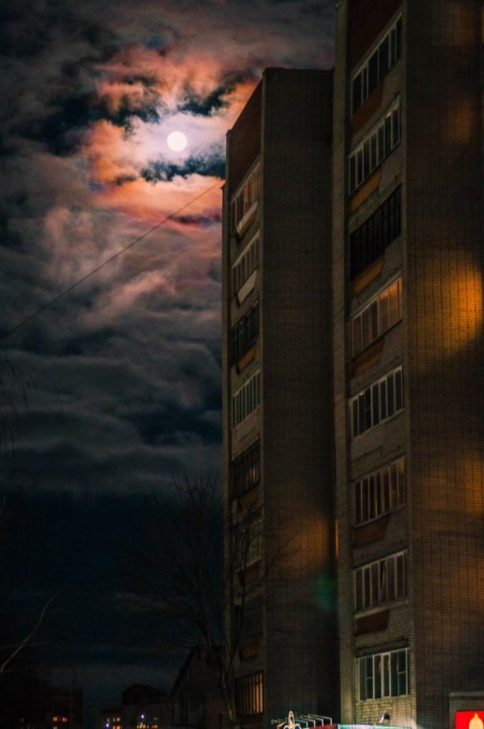 Полнолуние и и гало вокруг Луны (пятница) 04