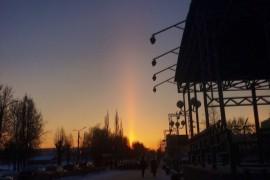 Ранее утро, за минуту до появления солнца, удивительно-красивый луч в небо, Гусь-Хрустальный