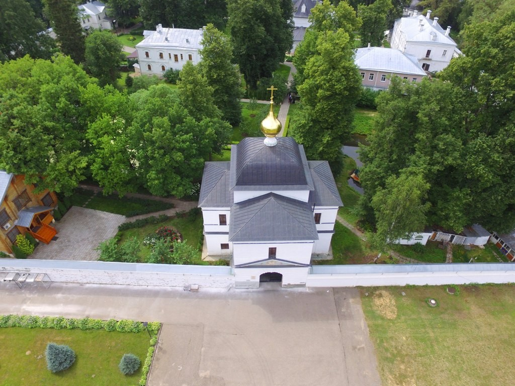 Территория Троицкого Стефанова Махрищского монастыря с высоты 01