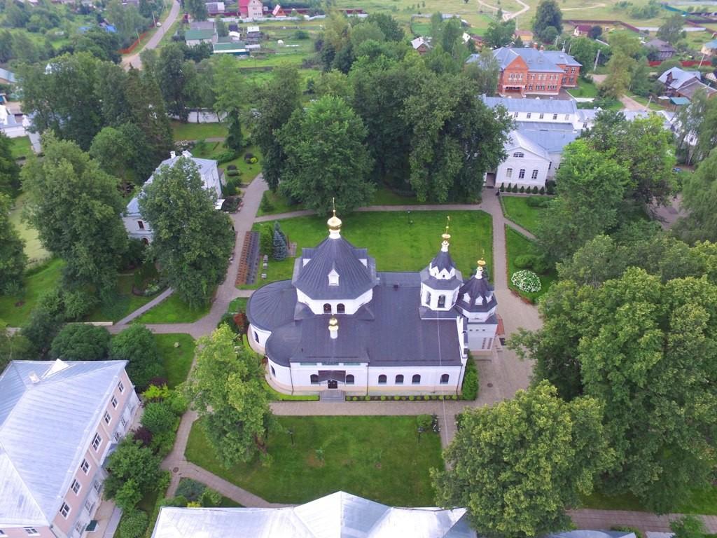 Территория Троицкого Стефанова Махрищского монастыря с высоты 02