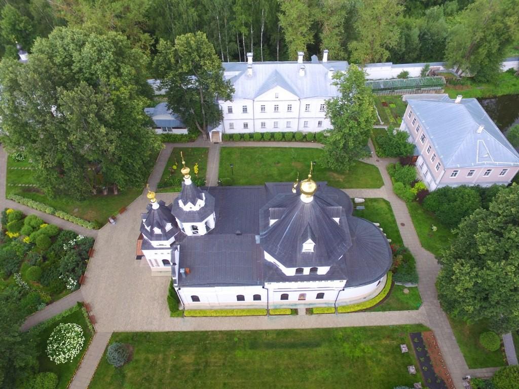 Территория Троицкого Стефанова Махрищского монастыря с высоты 05