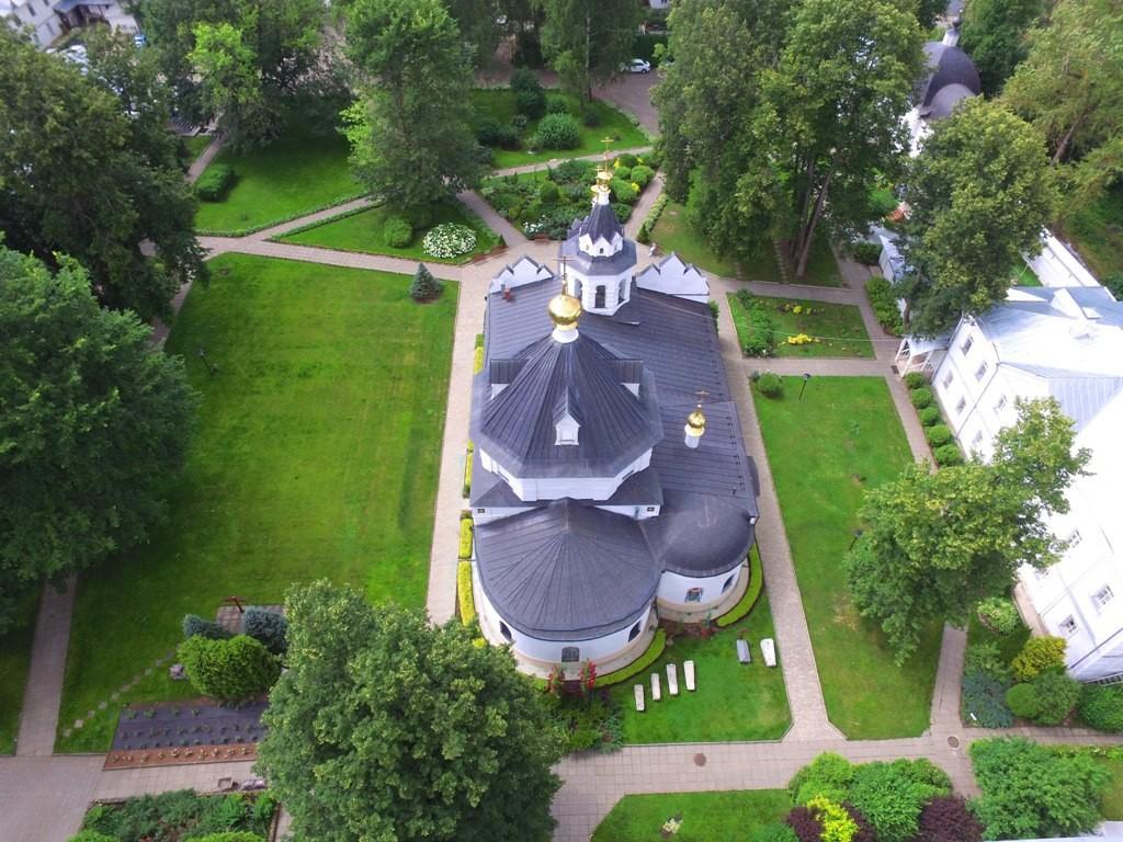 Территория Троицкого Стефанова Махрищского монастыря с высоты 06