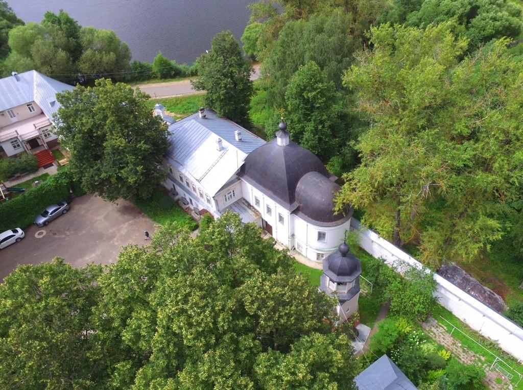 Территория Троицкого Стефанова Махрищского монастыря с высоты 07