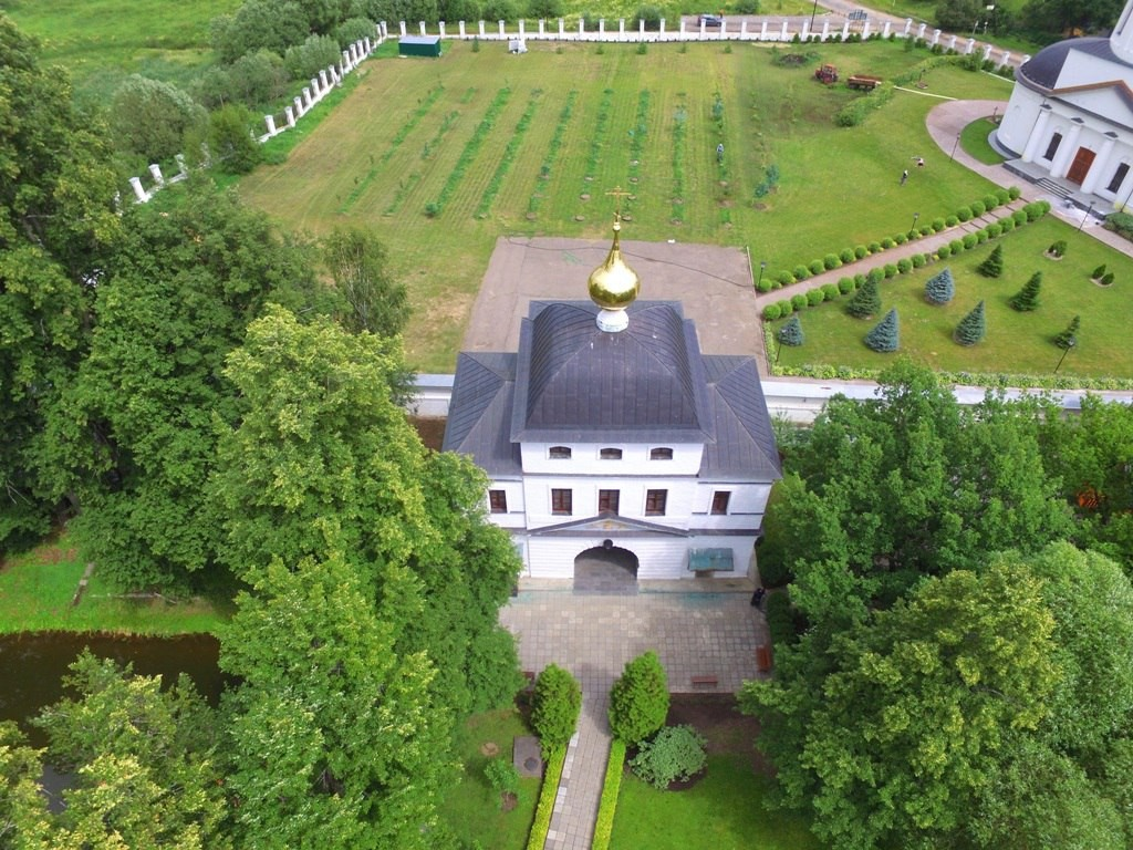 Территория Троицкого Стефанова Махрищского монастыря с высоты 09