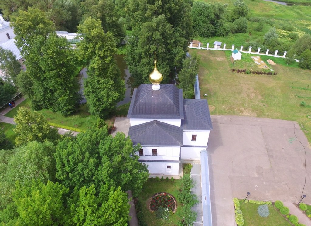 Территория Троицкого Стефанова Махрищского монастыря с высоты 10