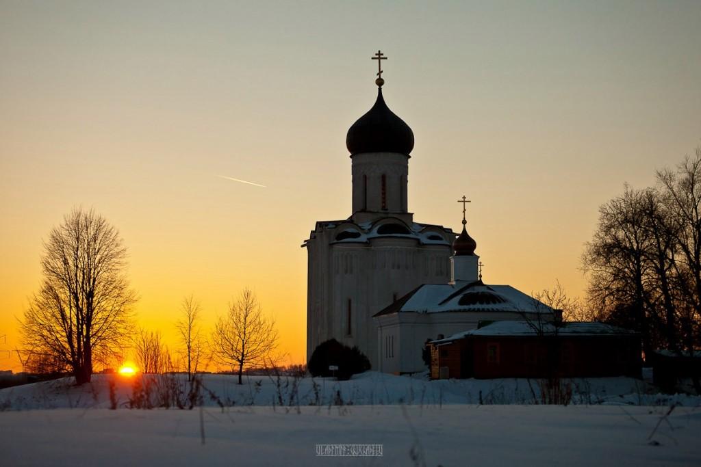 2017.02.07, церковь Покрова На Нерли на закате 02