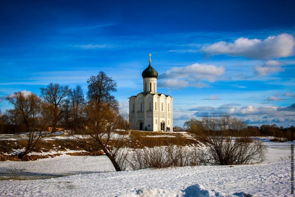 Боголюбовский луг и церковь Покрова на Нерли в последние, солнечные февральские дни уходящей зимы 01