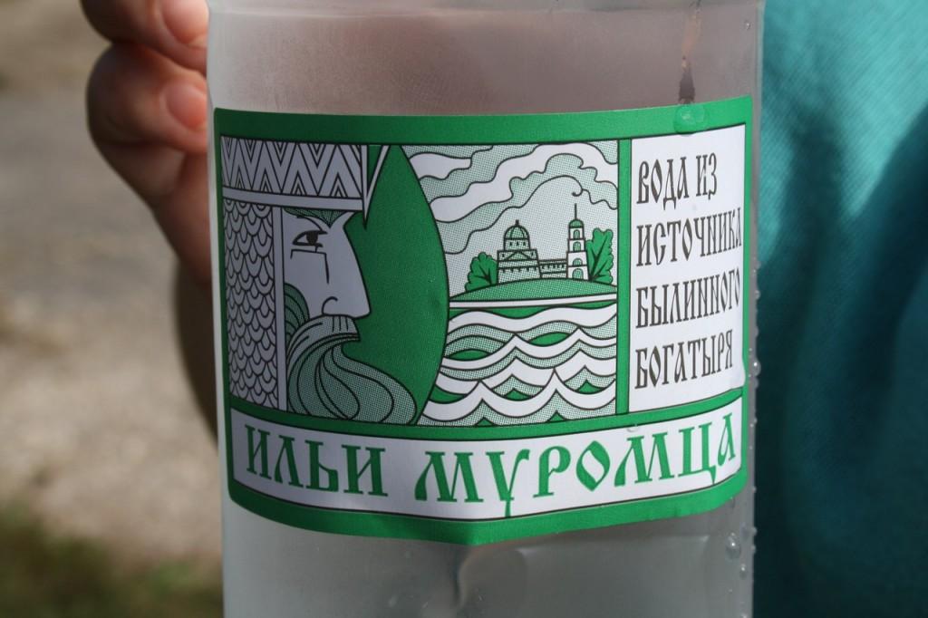 Вода из истончика былинного богатыря Ильи Муромца