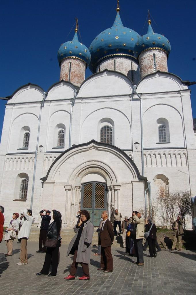 Иностранные туристы с удовольствием едут в Россию 04