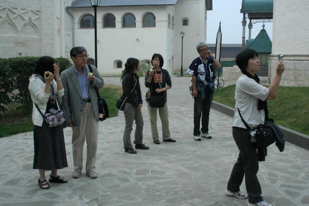 Иностранные туристы с удовольствием едут в Россию 05