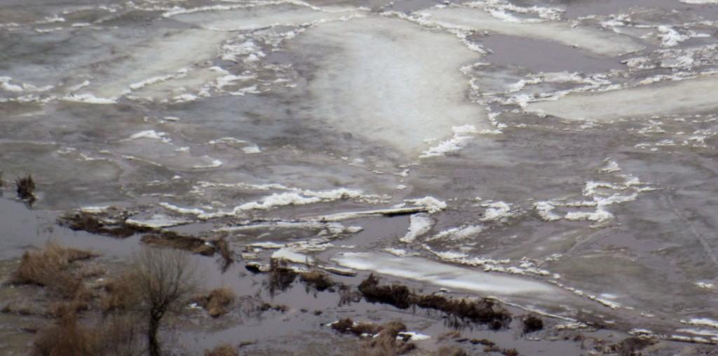 Начало освобождения Клязьмы от льда около Вязников 02