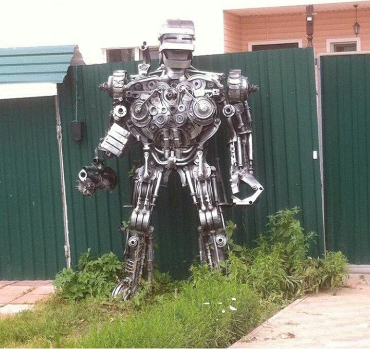 Скульптура робокопа (Александровский район)