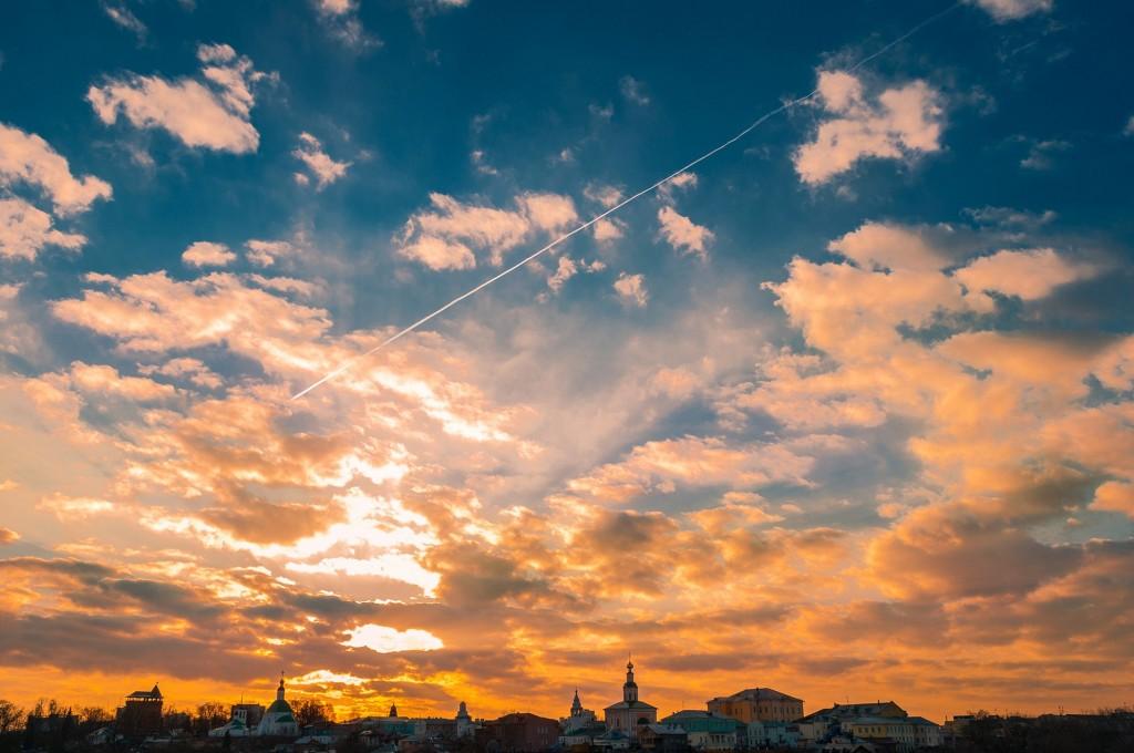 Выразительное апрельское небо во Владимире (на закате дня) 01