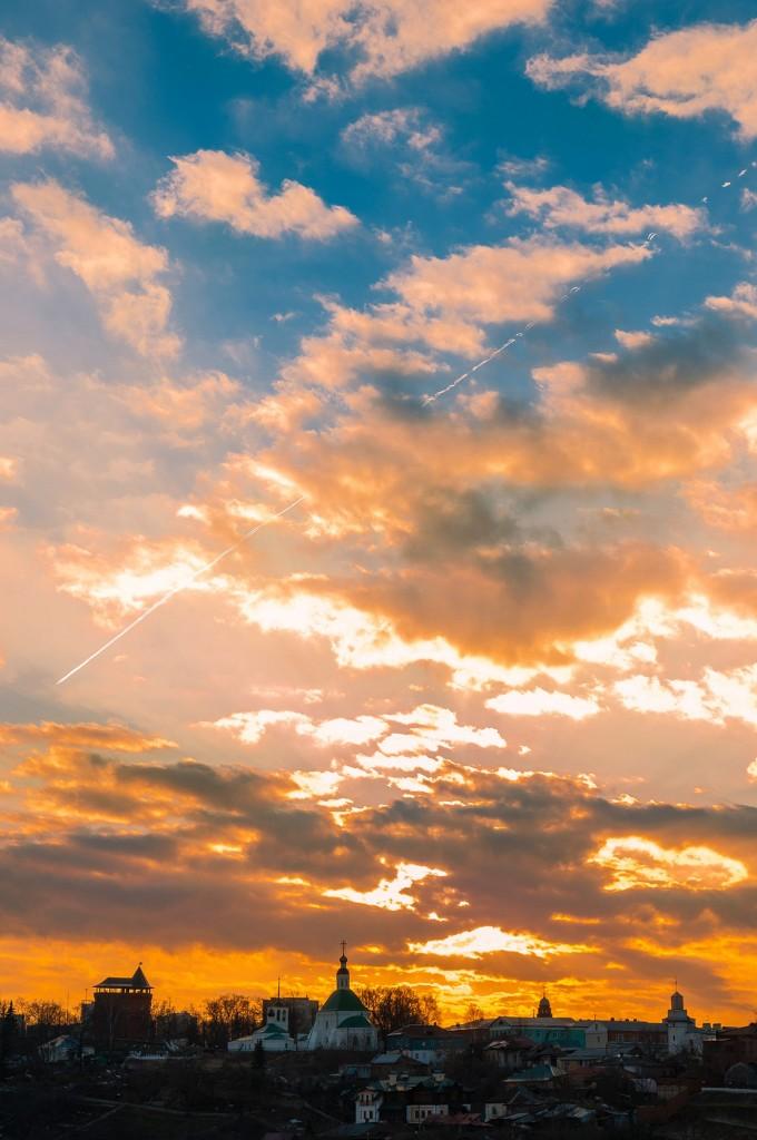 Выразительное апрельское небо во Владимире (на закате дня) 02