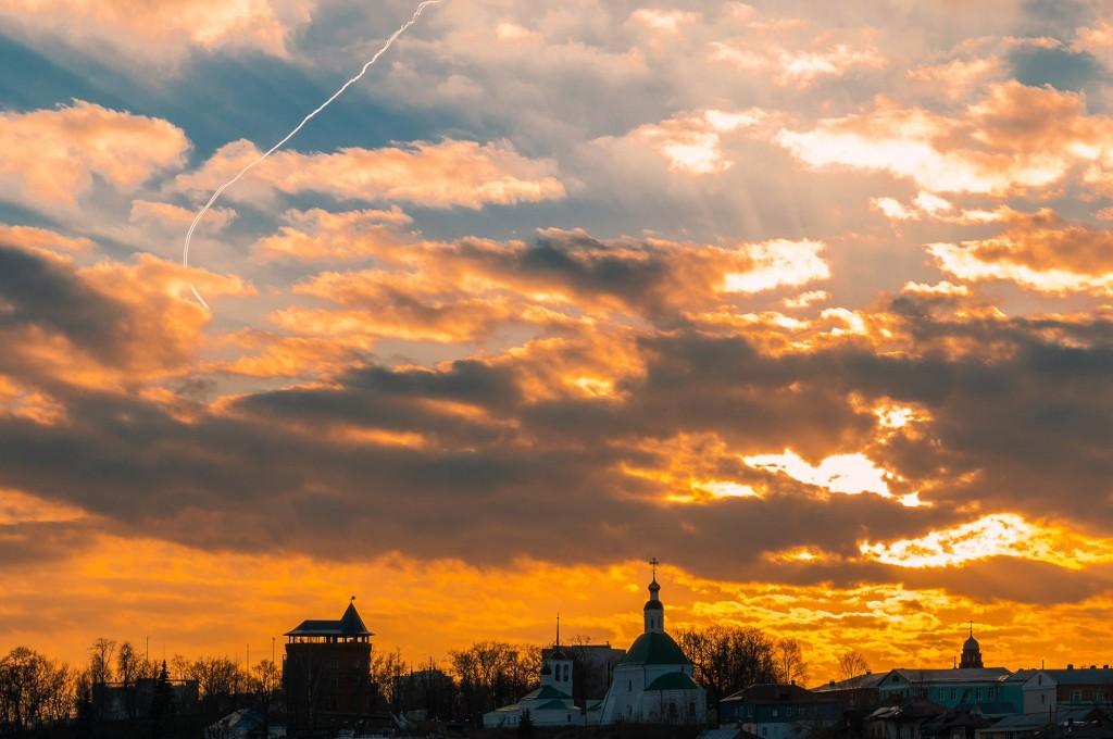 Выразительное апрельское небо во Владимире (на закате дня) 03