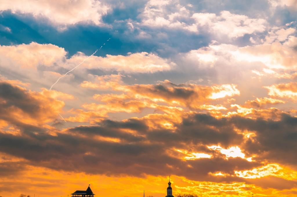Выразительное апрельское небо во Владимире (на закате дня) 04