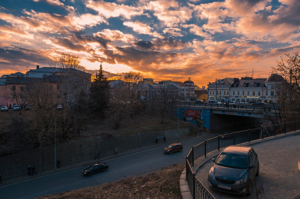 Выразительное апрельское небо во Владимире (на закате дня) 06