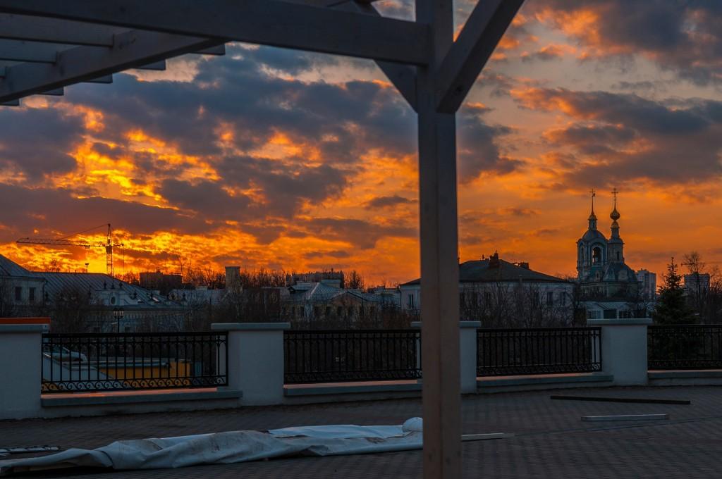 Выразительное апрельское небо во Владимире (на закате дня) 10