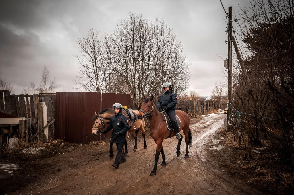 Конная полиция, патрулирование СНТ (апрель, Владимир) 08