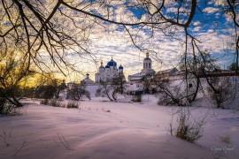 На закате. Свято-боголюбский женский монастырь