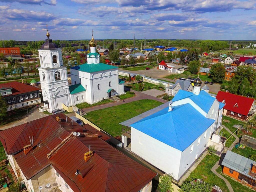 Храмы Васильевского монастыря в Суздале с высоты
