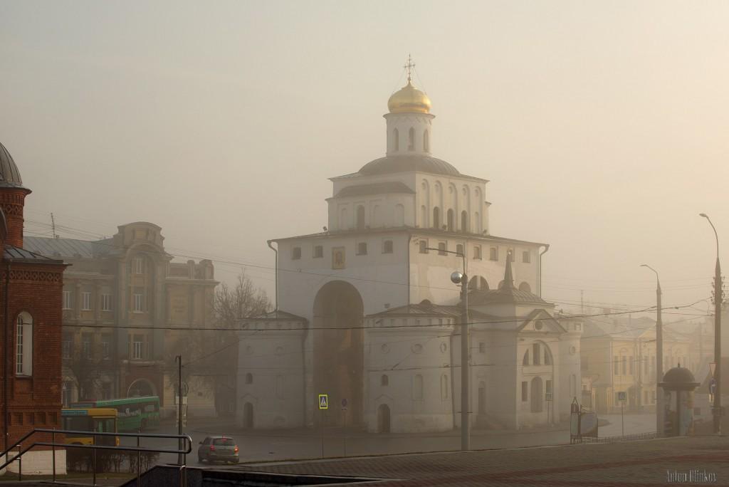г. Владимир. Золотые ворота туманным утром