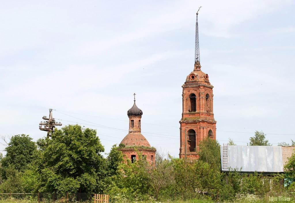 Клементьево, Покрова Пресвятой Богородицы. Год постройки между 1796 и 1882.