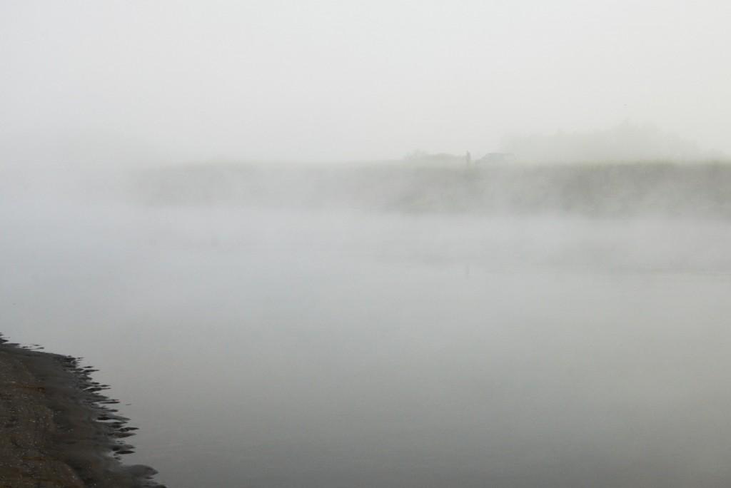 На утренней рыбалке во Владимире. Клязьма в тумане.
