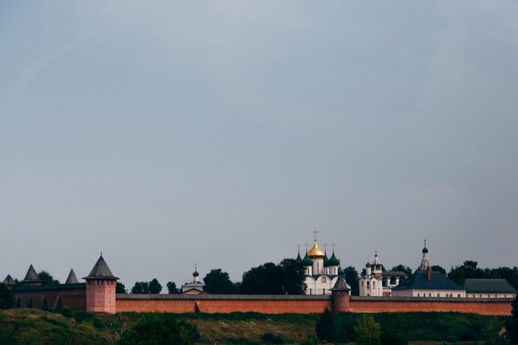 памятник режиссеру Андрею Тарковскому и Андрею Рублеву 21
