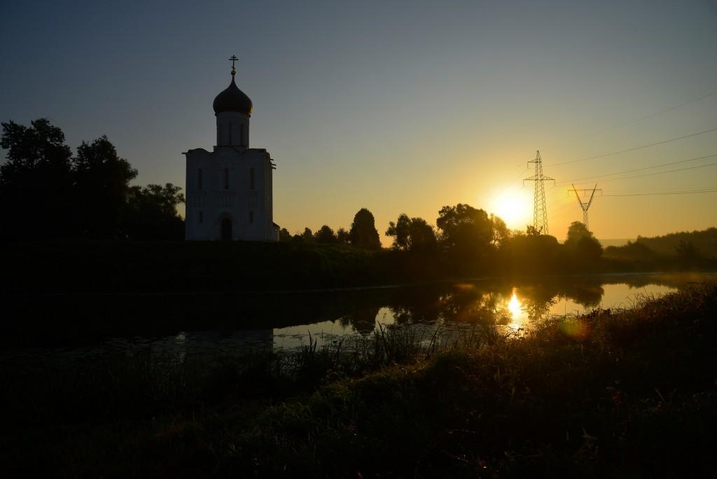 Рассвет у церкви Покрова-на-Нерли 06