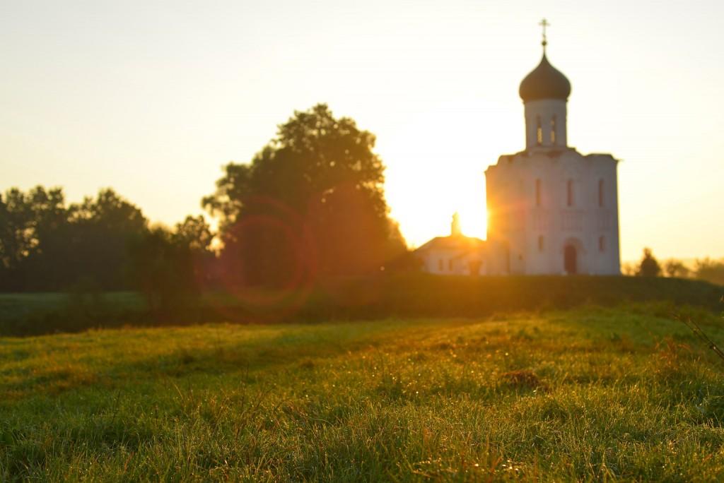 Рассвет у церкви Покрова-на-Нерли 07