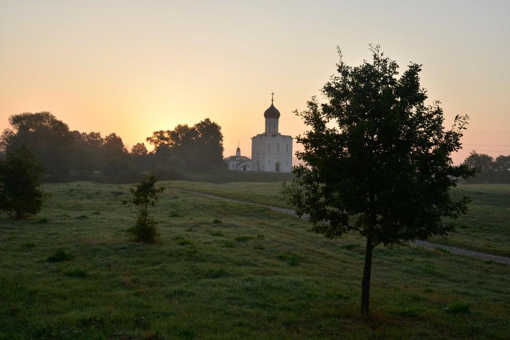 Рассвет у церкви Покрова-на-Нерли 08