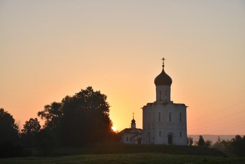 Рассвет у церкви Покрова-на-Нерли 09