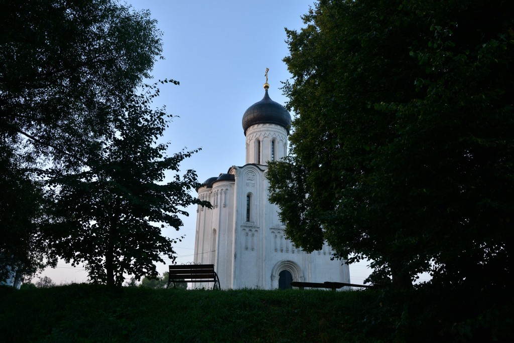 Рассвет у церкви Покрова-на-Нерли 10